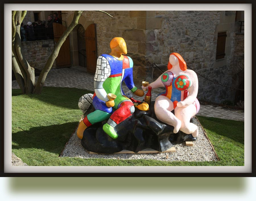 Niki de Saint Phalle, christened Catherine-Marie-Agnès Fal de Saint Phalle (1930–2002). Adam et Eve (The Lovers). 1985. Painted resin. Permanently at the Tarot Garden, Tuscany, Italy.